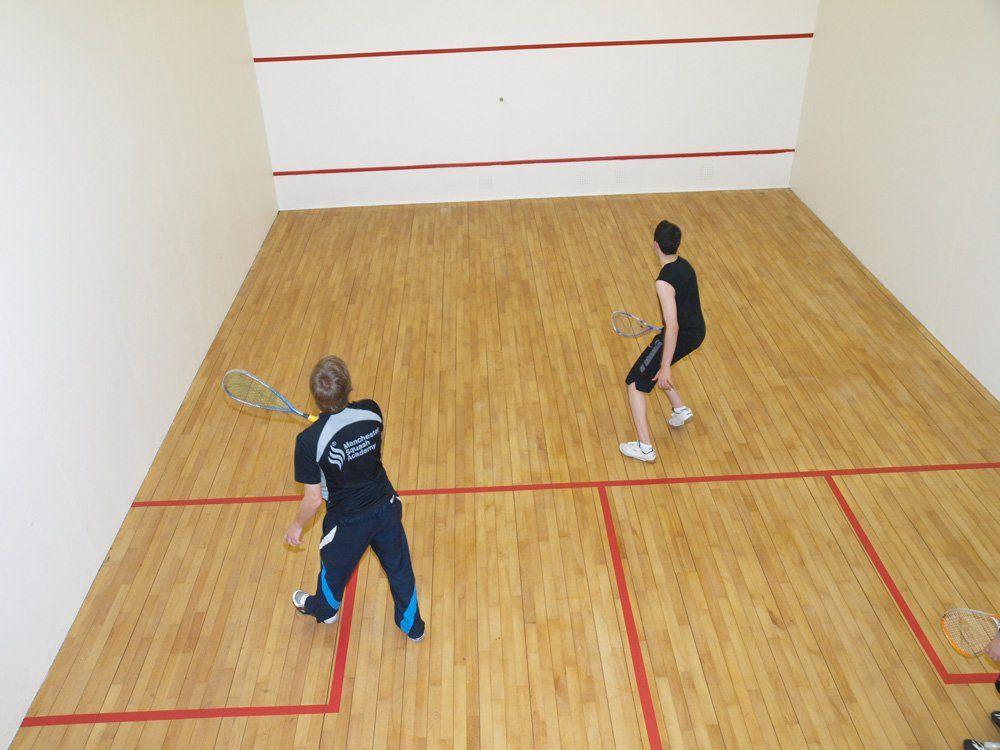 Como jugar a squash