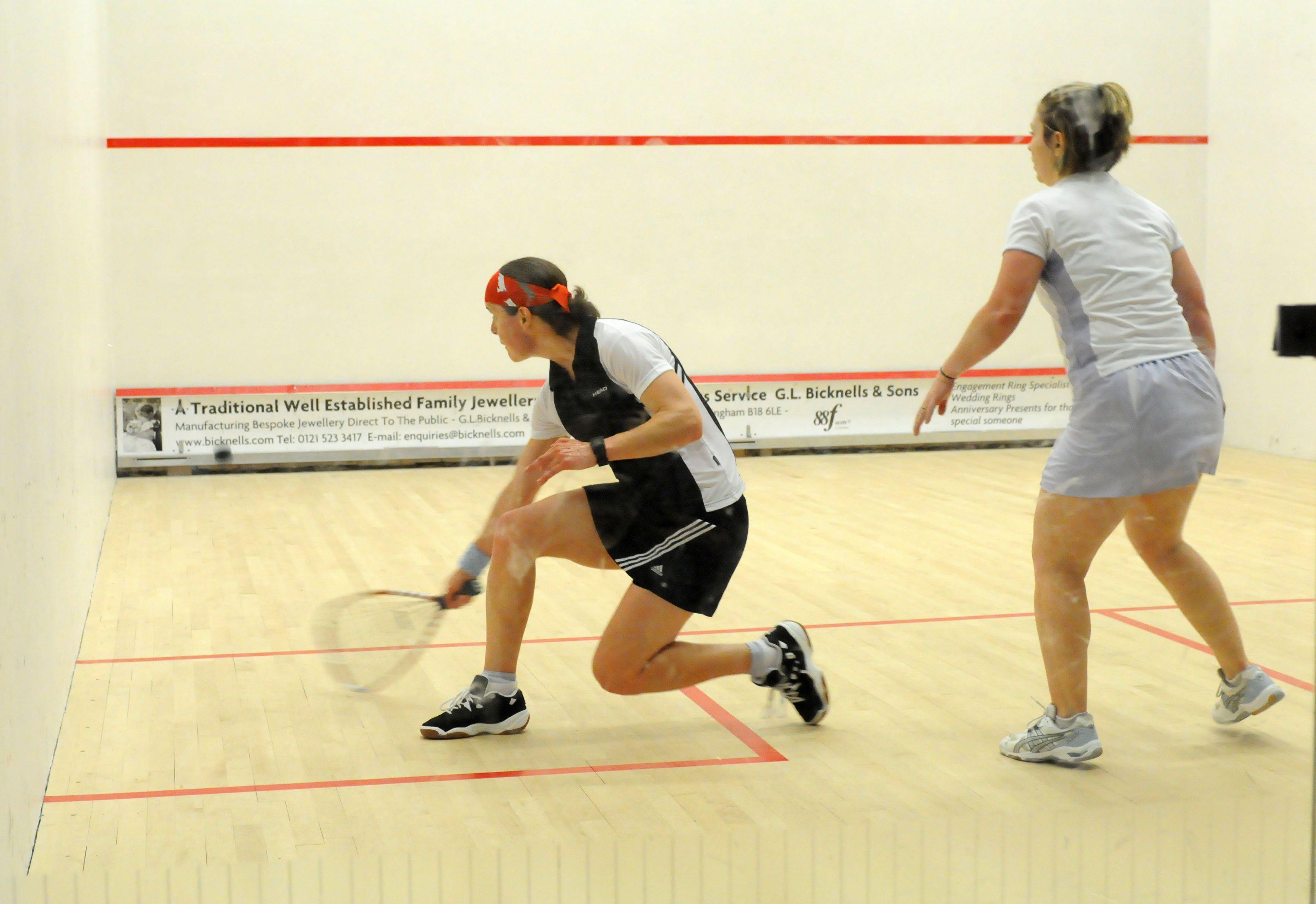 Como se juega a squash